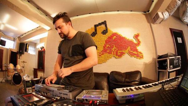 Markus Wormstorm behind-the-scenes © Red Bull Studios